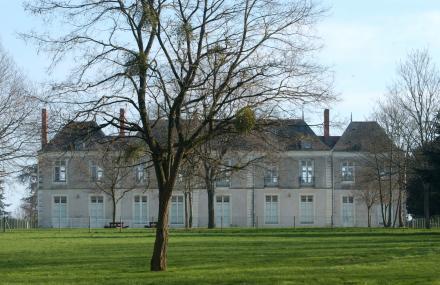 le château de l'hopitau vue du jardin